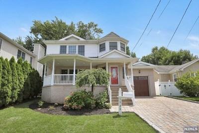 Fair Lawn Single Family Home For Sale: 25-32 Berdan Avenue