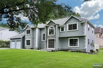 Paramus Single Family Home For Sale: 641 Birch Lane