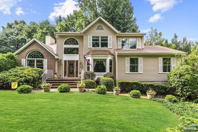 Mahwah Single Family Home For Sale: 154 Miller Road