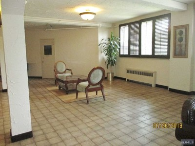 Condo/Townhouse For Sale: 1450 Palisade Avenue #5b