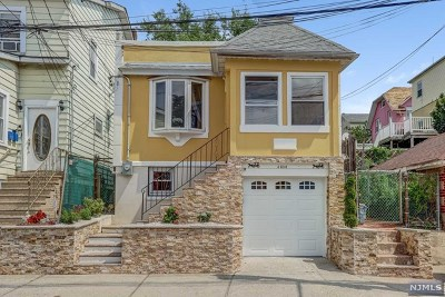 North Bergen Single Family Home For Sale: 4608 Meadowview Avenue