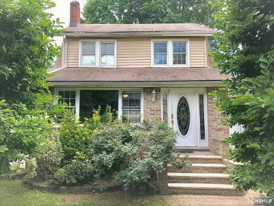 Teaneck Single Family Home For Sale: 44 Selvage Avenue
