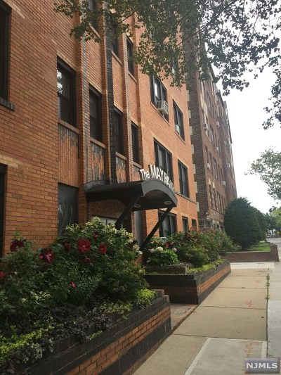 North Bergen Condo/Townhouse For Sale: 7427 Boulevard East #2