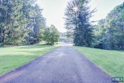 Ho-Ho-Kus Single Family Home For Sale: 970 West Saddle River Road