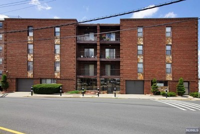 North Bergen Condo/Townhouse For Sale: 8841 Kennedy Boulevard #25