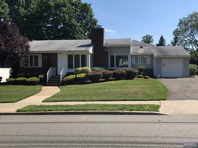 Oradell Single Family Home For Sale: 819 Ridgewood Avenue