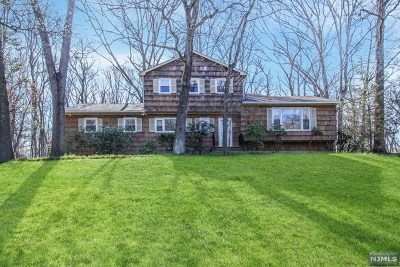 Franklin Lakes Single Family Home For Sale: 899 Briarwoods Road