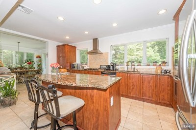 Passaic County Single Family Home For Sale: 31 Prospect Road
