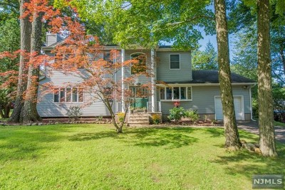 Oakland Single Family Home For Sale: 42 Massasoit Trail