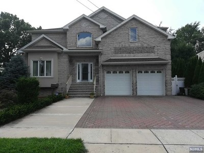 Saddle Brook Single Family Home For Sale: 5 Scheele Place