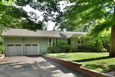 Montvale Single Family Home For Sale: 2 Glen Lane