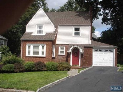 Teaneck Single Family Home For Sale: 4 Marjorie Court