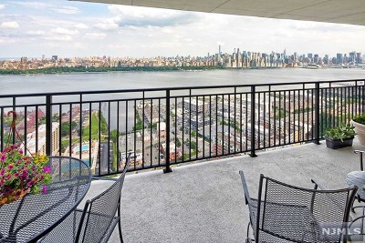 North Bergen Condo/Townhouse For Sale: 7855 Boulevard East #27c