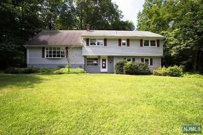 Oakland Single Family Home For Sale: 72 Chuckanutt Drive