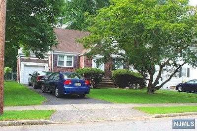 Teaneck Single Family Home For Sale: 682 Kent Avenue