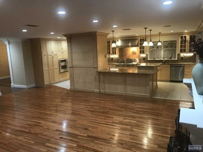 Ridgefield Single Family Home For Sale: 809 Edgewater Avenue