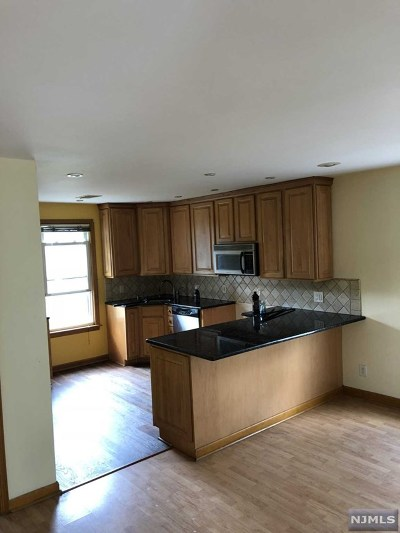 Garfield NJ Single Family Home For Sale: $239,000