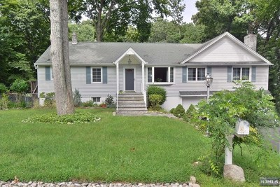 Oakland Single Family Home For Sale: 13 Iroquois Avenue