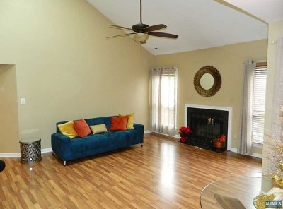 Englewood Condo/Townhouse For Sale: 51 Eagles Notch Drive