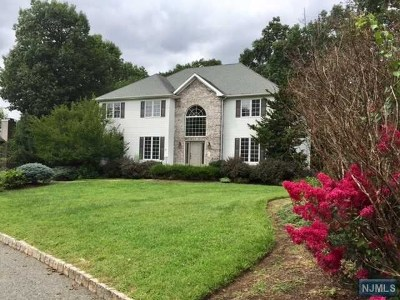 Mahwah Single Family Home For Sale: 6 Moccasin Court
