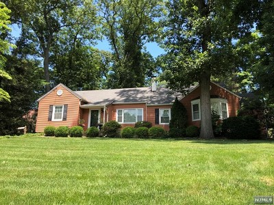Midland Park Single Family Home For Sale: 116 Franklin Avenue