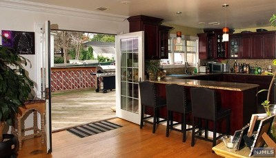 Ridgefield Single Family Home For Sale: 754 Banta Place