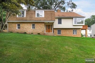 Hawthorne Single Family Home For Sale: 32 Karl Avenue