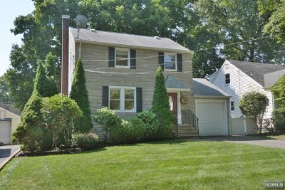 Waldwick Single Family Home For Sale: 90 Lincoln Place