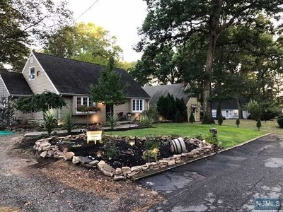 Wyckoff Single Family Home For Sale: 74 Harding Road