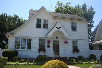 Teaneck Single Family Home For Sale: 264 Queens Court