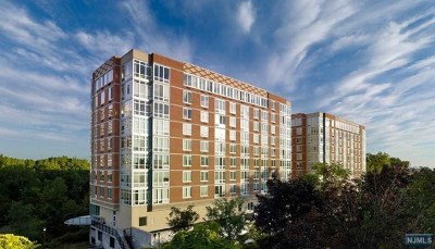 Palisades Park Condo/Townhouse For Sale: 600 12th Street #802