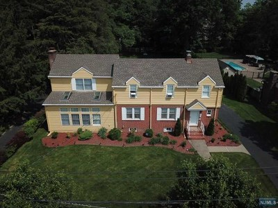 Saddle Brook Single Family Home For Sale: 39 Leswing Avenue