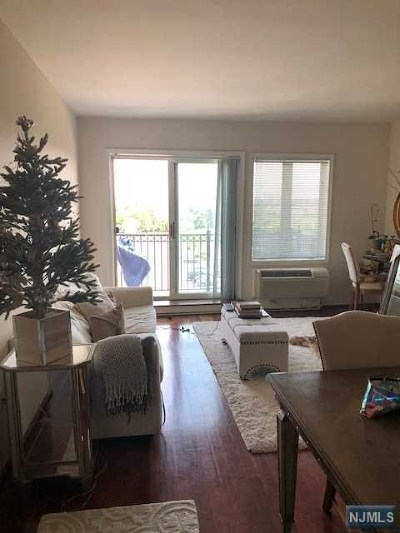 Edgewater Condo/Townhouse For Sale: 3214 City Place