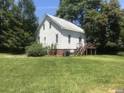 Pompton Lakes Single Family Home For Sale: 280 Ramapo Street