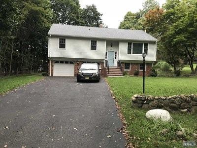 Mahwah Single Family Home For Sale: 137 Lawrence Road
