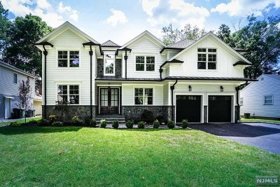 Paramus Single Family Home For Sale: 100 Willowbrook Court