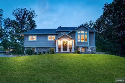 Mahwah Single Family Home For Sale: 35 Brookwood Drive