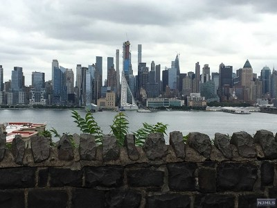 Weehawken Condo/Townhouse For Sale: 1055 Boulevard East #E-4
