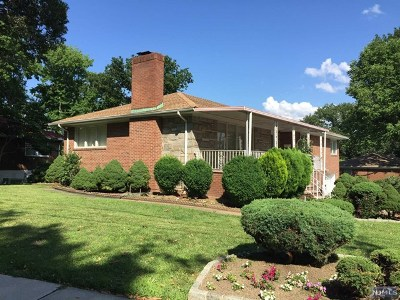 Fort Lee Single Family Home For Sale: 299 Forest Road