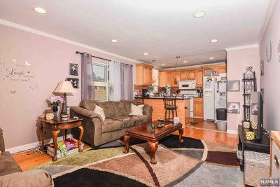 Hackensack Condo/Townhouse For Sale: 461 Heath Place #26