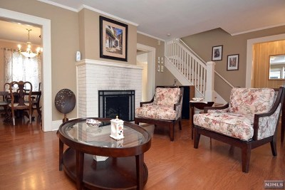 Waldwick Single Family Home For Sale: 11 Lakeview Drive