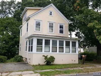 Saddle Brook Single Family Home For Sale: 99 Franklin Avenue