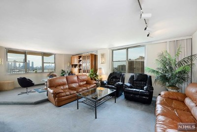 West New York Condo/Townhouse For Sale: 6040 Boulevard East #17g