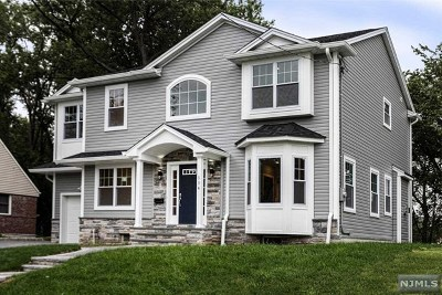 New Milford Single Family Home For Sale: 504 Windsor Road
