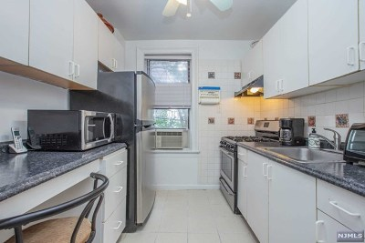 Weehawken Condo/Townhouse For Sale: 35-39 51st Street #B3