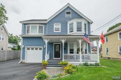 Pompton Lakes Single Family Home For Sale: 214 Lakeside Avenue