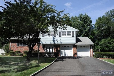 Paramus Single Family Home For Sale: 395 Elmwood Drive