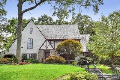 Ridgewood Single Family Home For Sale: 68 Wildwood Road