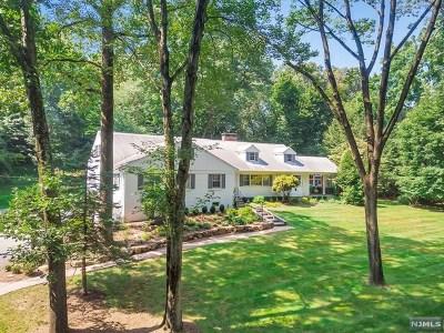 Ho-Ho-Kus Single Family Home For Sale: 371 Wearimus Road