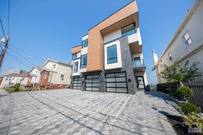 Cliffside Park Condo/Townhouse For Sale: 136 Pine Street #B